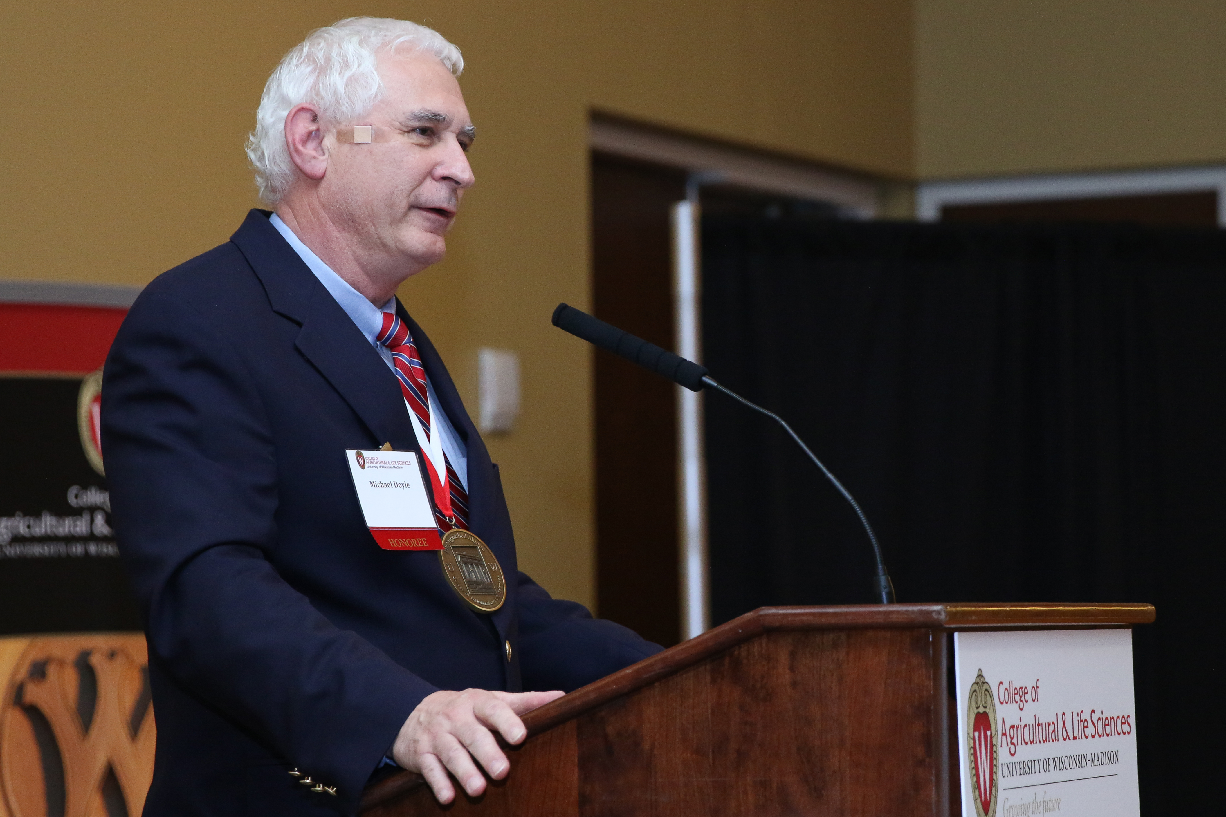 Mike Doyle receives 2015 CALS Distinguished Alumni Award